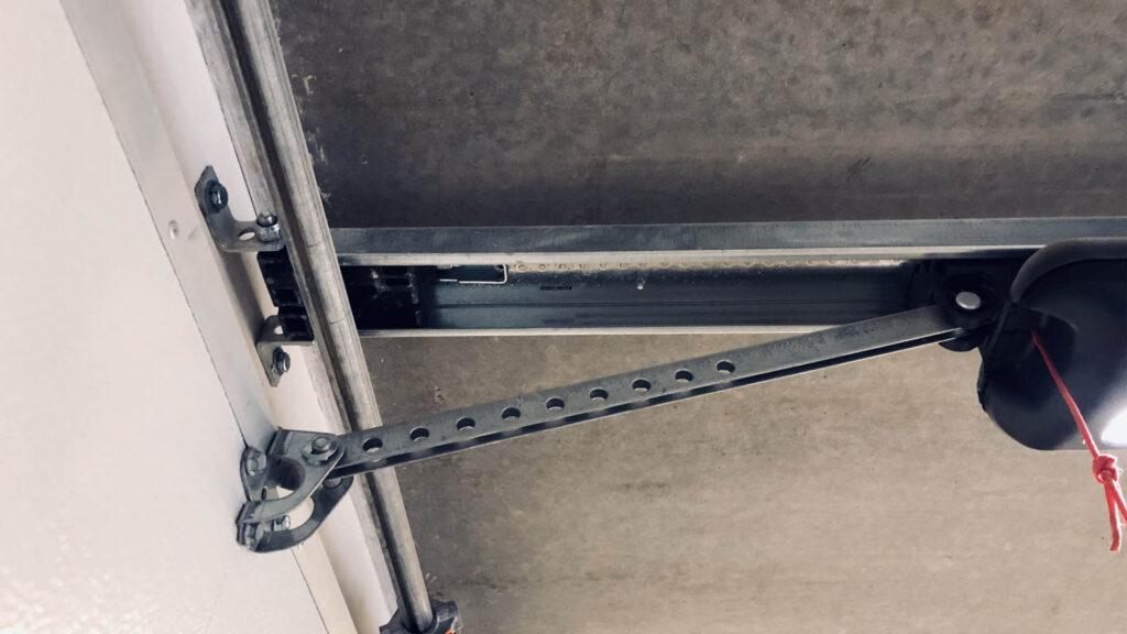 Garage_door_arm