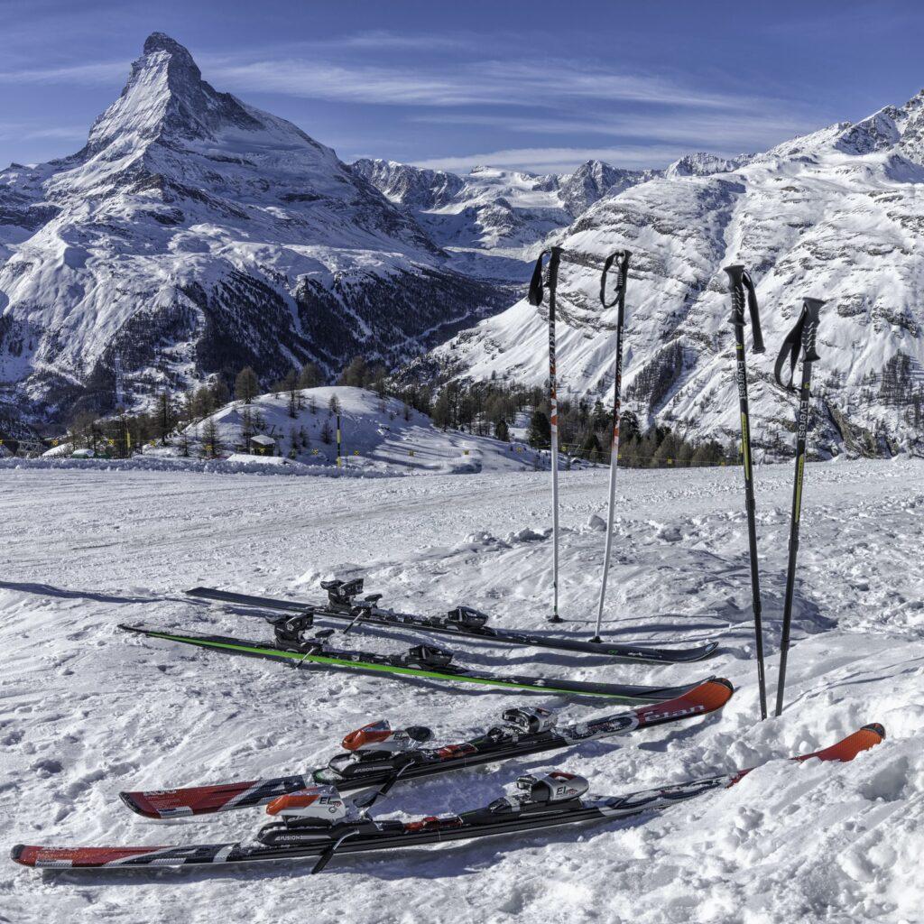 Skis_Parked_mountain